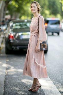 Бежевое платье тенденции