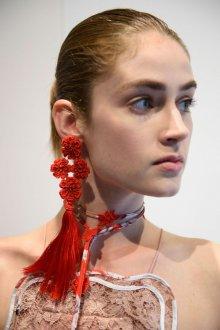 Красные серьги кисти с цветами