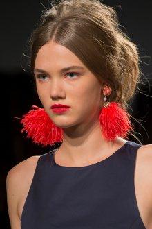 Красные серьги с перьями