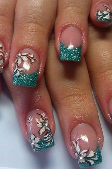 Зеленый маникюр на длинные ногти