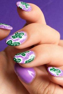 Зеленый маникюр с фиолетовым