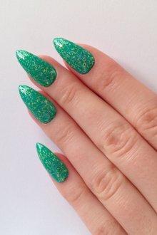 Зеленый маникюр на острые ногти