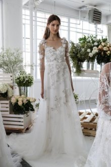 Свадебное платье для беременных с объемным декором