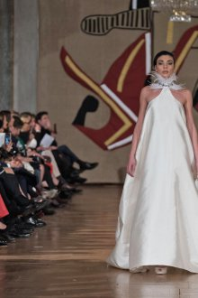 Свадебное платье для беременных с перьями