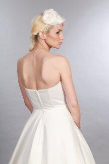 Атласное свадебное платье с сеткой