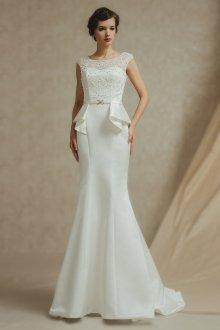 Атласное свадебное платье с баской
