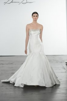 Атласное свадебное платье с бисером