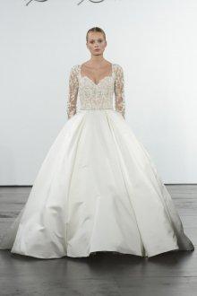 Атласное свадебное платье блестящее