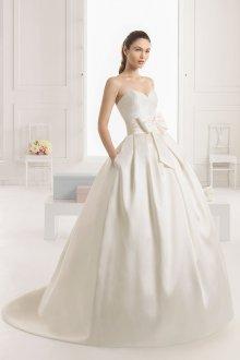 Атласное свадебное платье бюстье