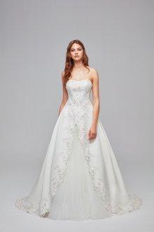 Атласное свадебное платье с цветочной вышивкой