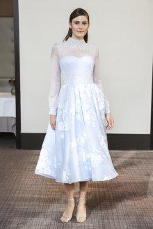 Атласное свадебное платье с цветами