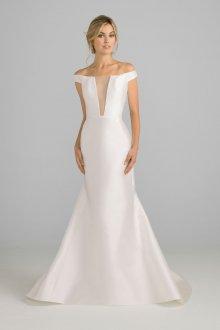 Атласное свадебное платье с декольте