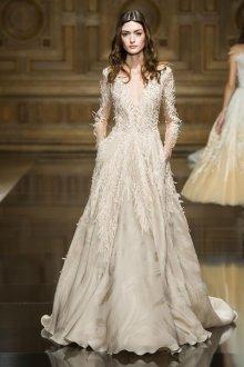 Атласное свадебное платье с декором