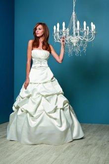 Атласное свадебное платье с драпировкой