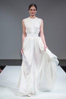 Атласное свадебное платье в греческом стиле