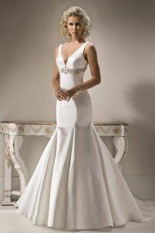 Атласное свадебное платье с камнями