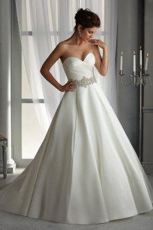 Атласное свадебное платье с кристаллами