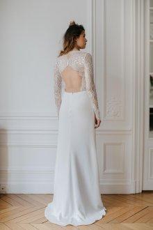 Атласное свадебное платье с кружевным лифом