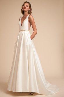 Атласное свадебное платье с поясом