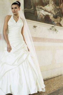 Атласное свадебное платье принцесса