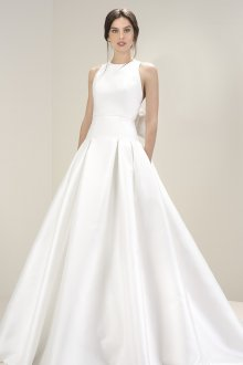 Атласное свадебное платье простое