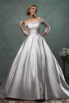 Атласное свадебное платье пышное гладкое