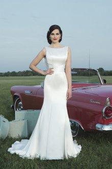 Атласное свадебное платье в стиле ретро