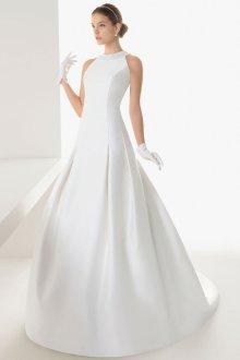 Атласное свадебное платье со складками