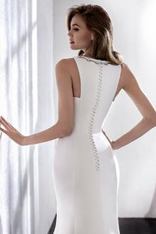 Атласное свадебное платье узкое