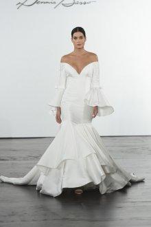 Атласное свадебное платье с воланами