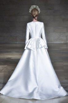 Атласное свадебное платье закрытое