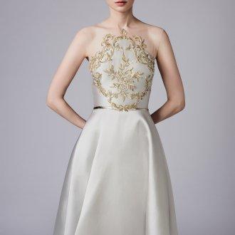 Атласное свадебное платье с золотой вышивкой