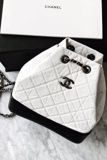 Белый рюкзак с черным Chanel