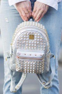 Белый рюкзак с декором