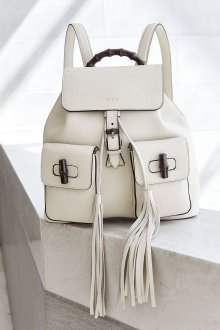 Белый рюкзак с кисточками