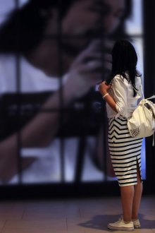 Белый рюкзак с клепками