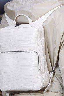 Белый рюкзак под крокодила