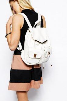Белый рюкзак с платьем