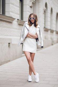 Белые кеды с платьем