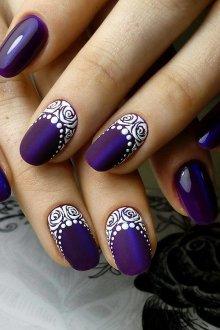 Фиолетовый маникюр ажурный