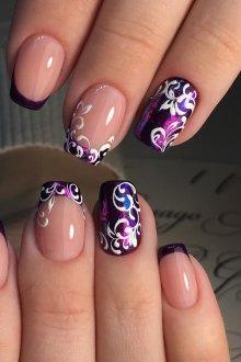 Фиолетовый маникюр с белым узором