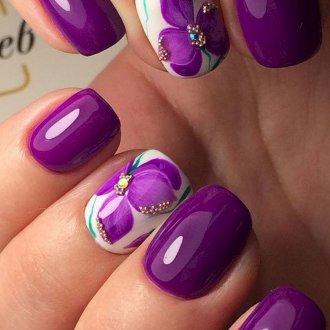 Фиолетовый маникюр с бисером