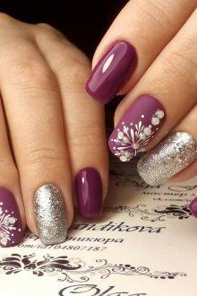 Фиолетовый маникюр с бусинами