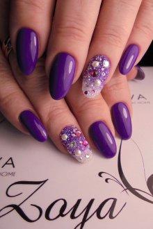 Фиолетовый маникюр с кристаллами