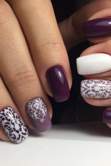 Фиолетовый маникюр кружевной