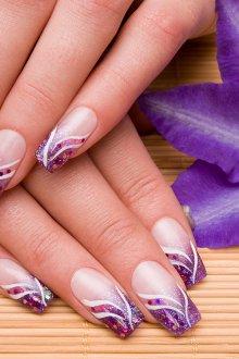 Фиолетовый маникюр с блестками на квадратные ногти