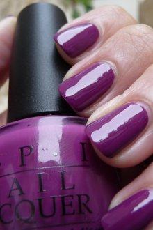 Фиолетовый маникюр лаком