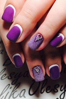 Фиолетовый маникюр лунный