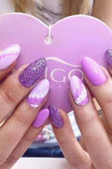 Фиолетовый маникюр на миндальные ногти