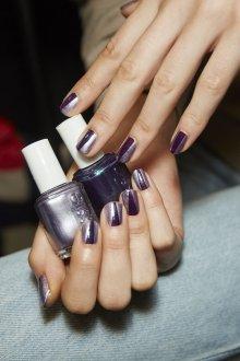 Фиолетовый маникюр модный